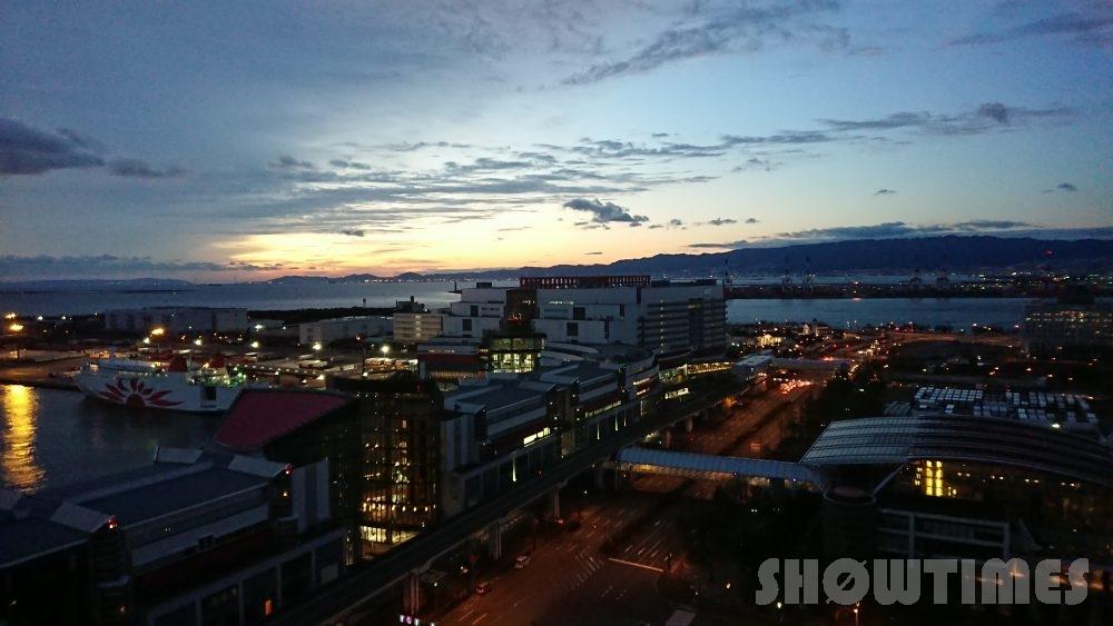 ハイアットリージェンシー大阪デラックスツインから見える眺望(朝焼け)2