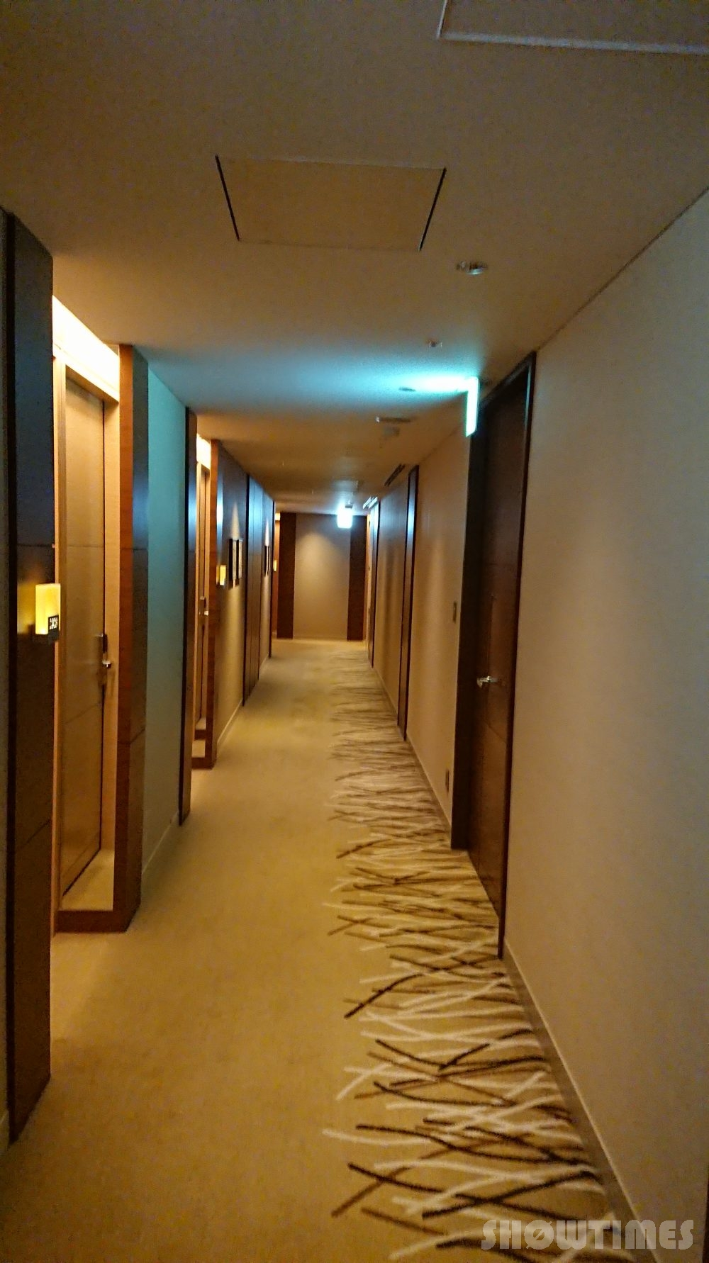 インターコンチネンタルホテル大阪の客室階廊下
