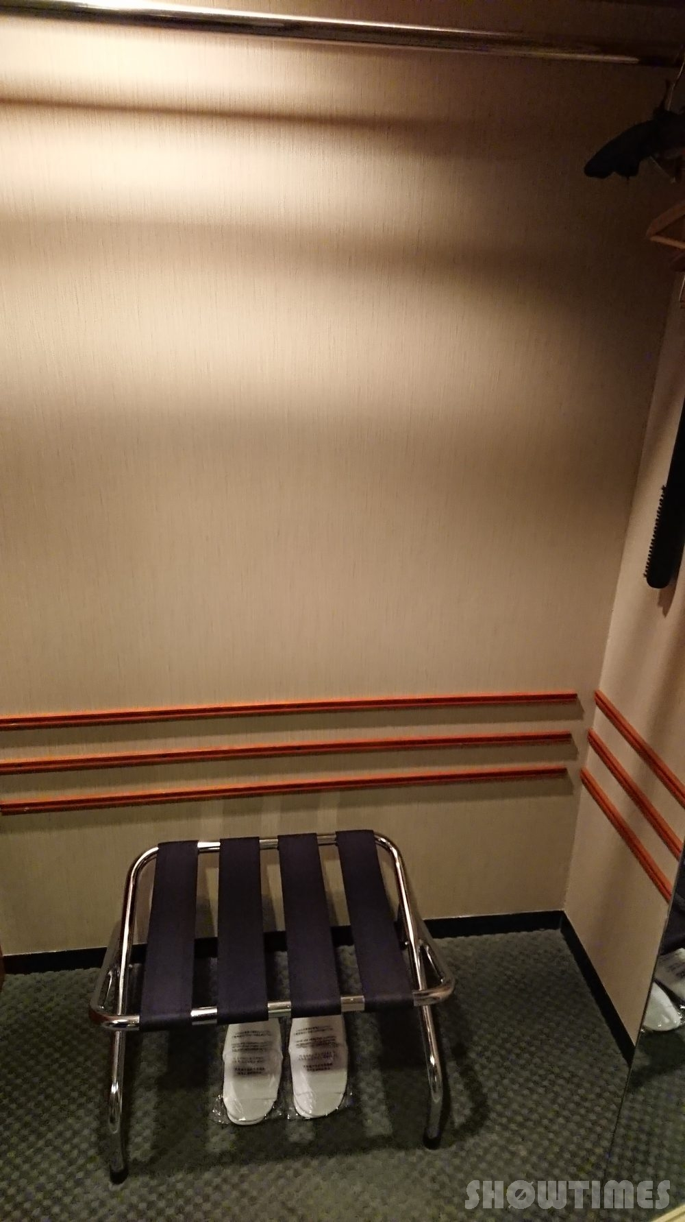 ハイアットリージェンシー大阪デラックスツインルームのクローゼット2