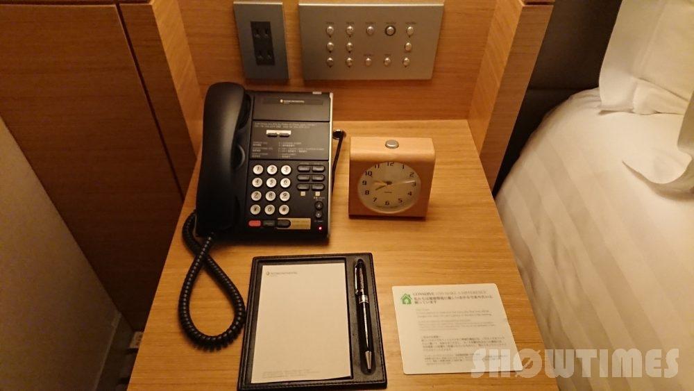 インターコンチネンタルホテル大阪デラックスダブルのベッドサイド1
