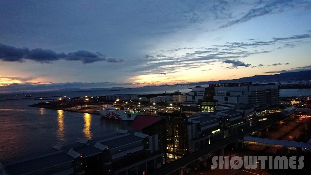 ハイアットリージェンシー大阪デラックスツインから見える眺望(朝焼け)1