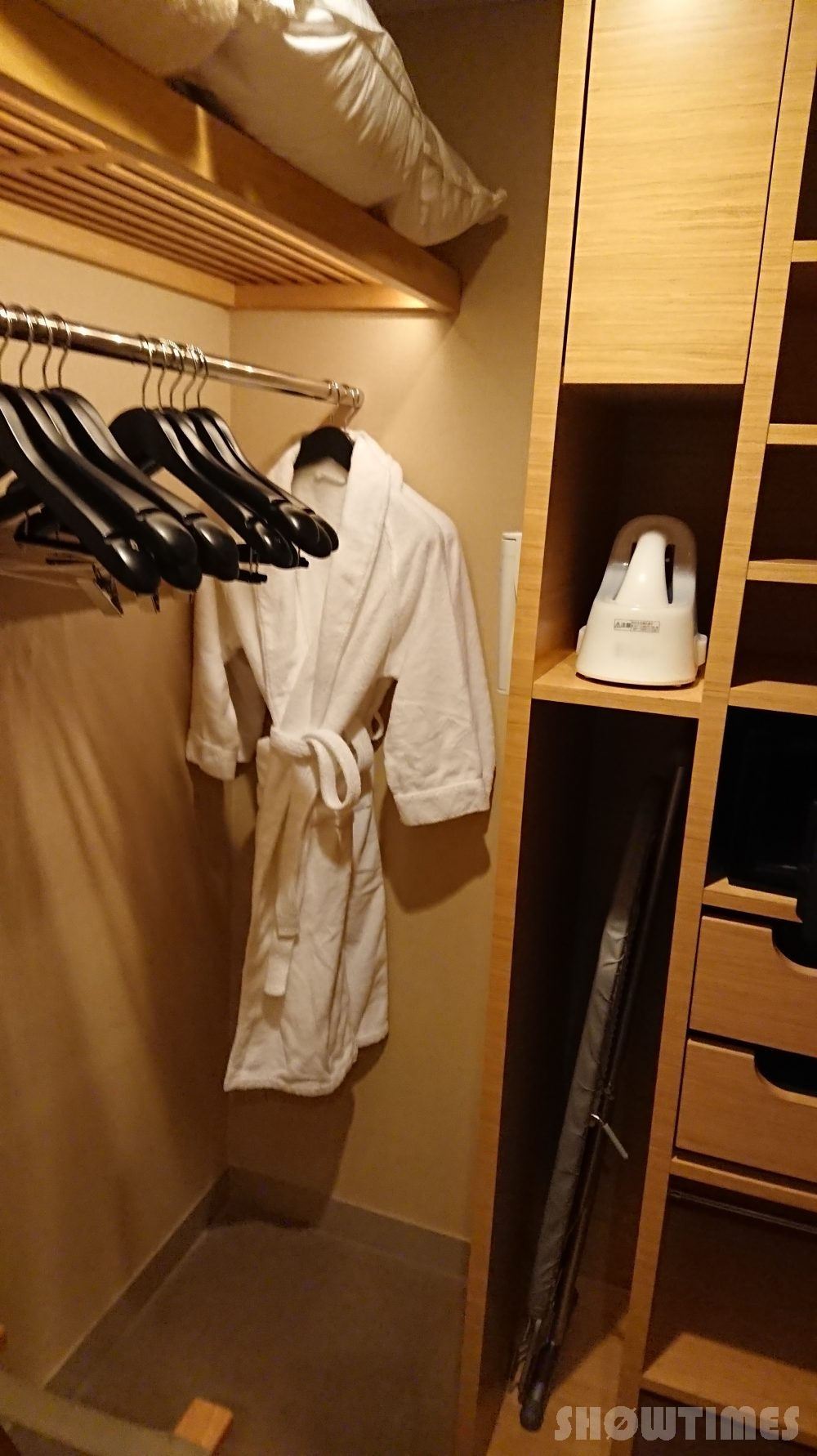 インターコンチネンタルホテル大阪デラックスダブルのウォークインクローゼット2