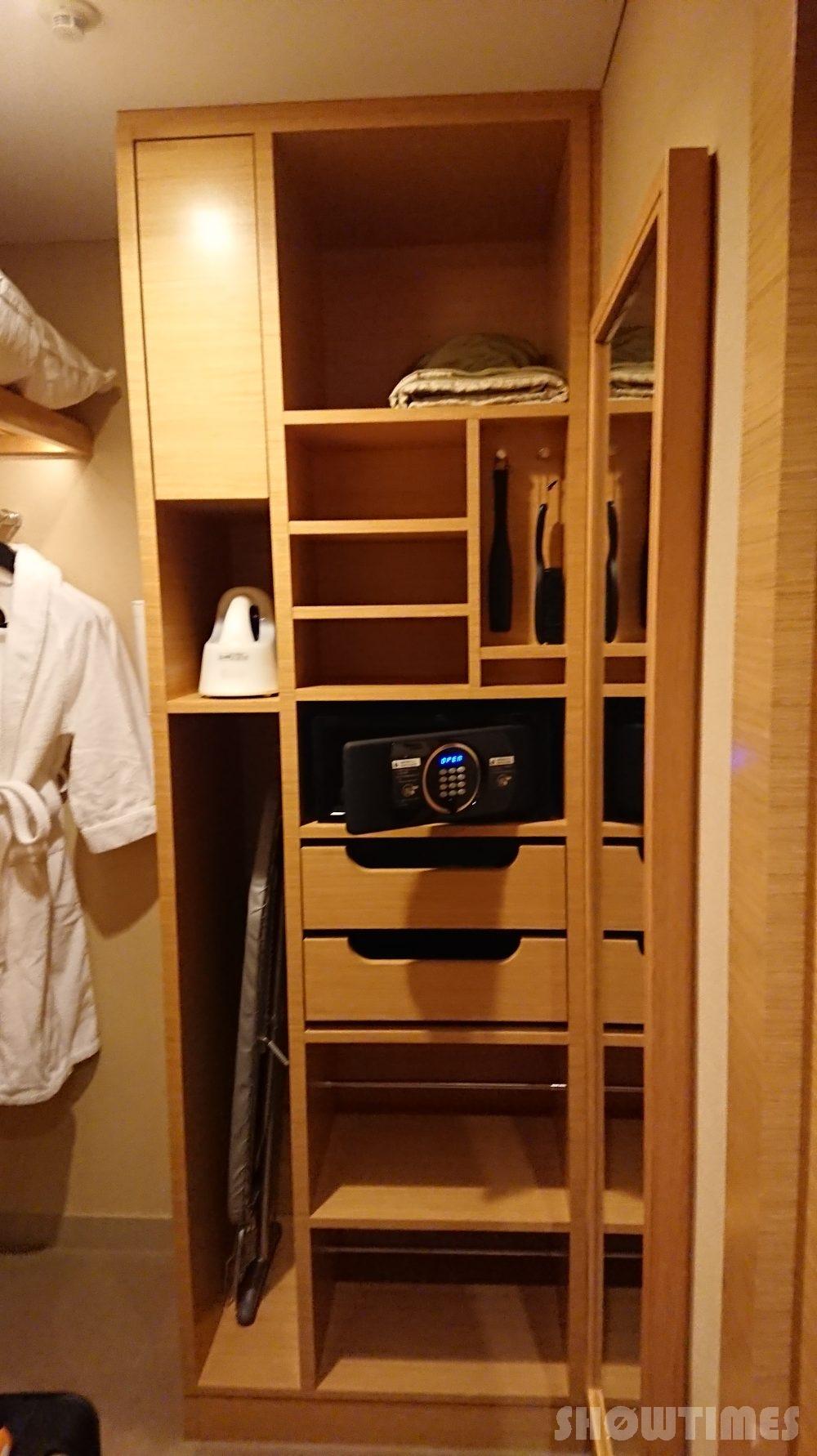 インターコンチネンタルホテル大阪デラックスダブルのウォークインクローゼット1