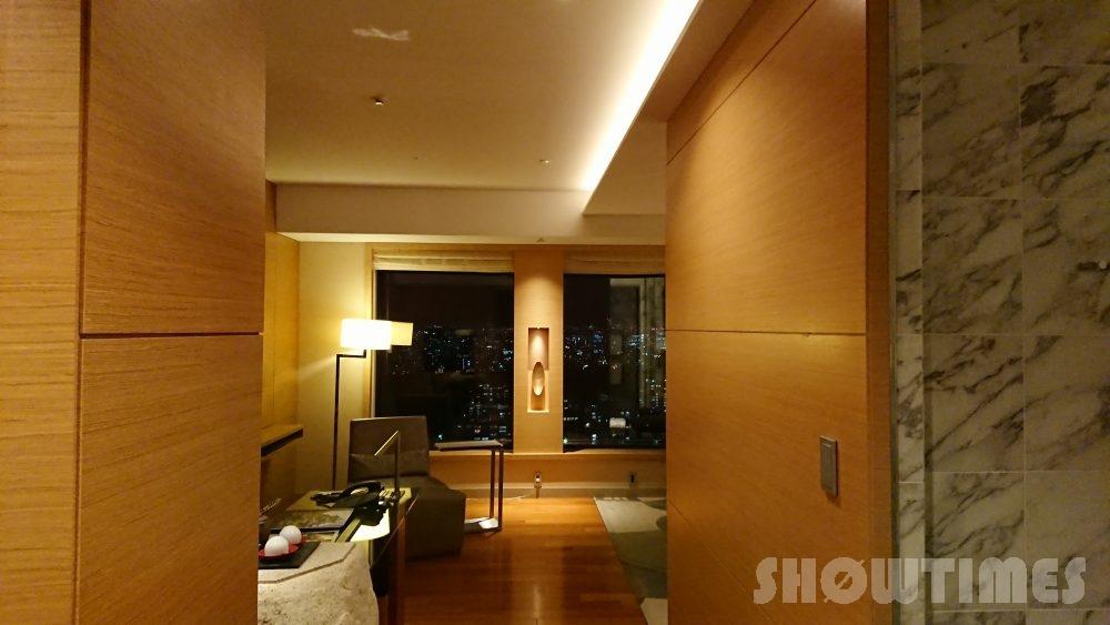 インターコンチネンタルホテル大阪デラックスダブルの客室入り口