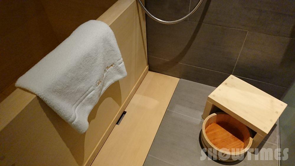ホテルニューオータニ(東京)新江戸シングルバスルームの檜風呂2