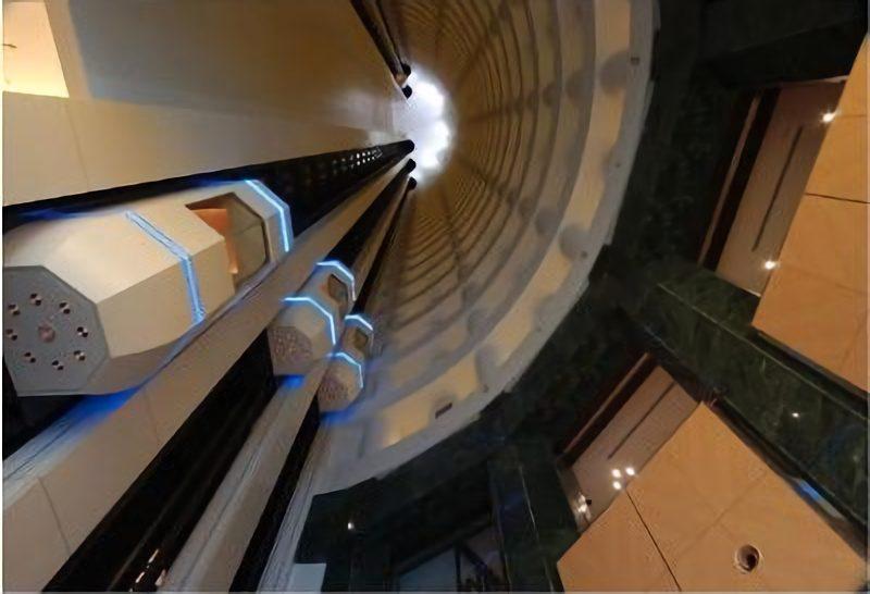 札幌プリンスホテルタワーの吹き抜けエレベーター