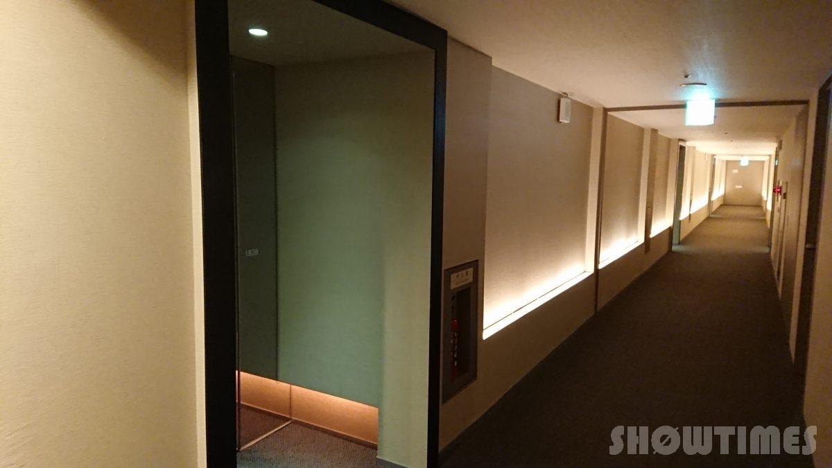 センチュリーロイヤルホテルエクスクルーシヴフロアのガラス扉とアプローチ1