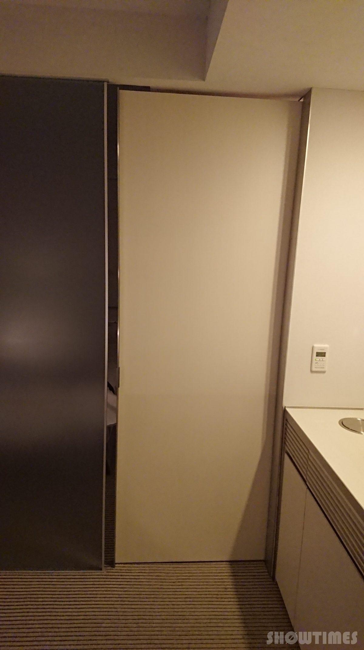 センチュリーロイヤルホテルエクスクルーシヴフロアのクローゼットドア