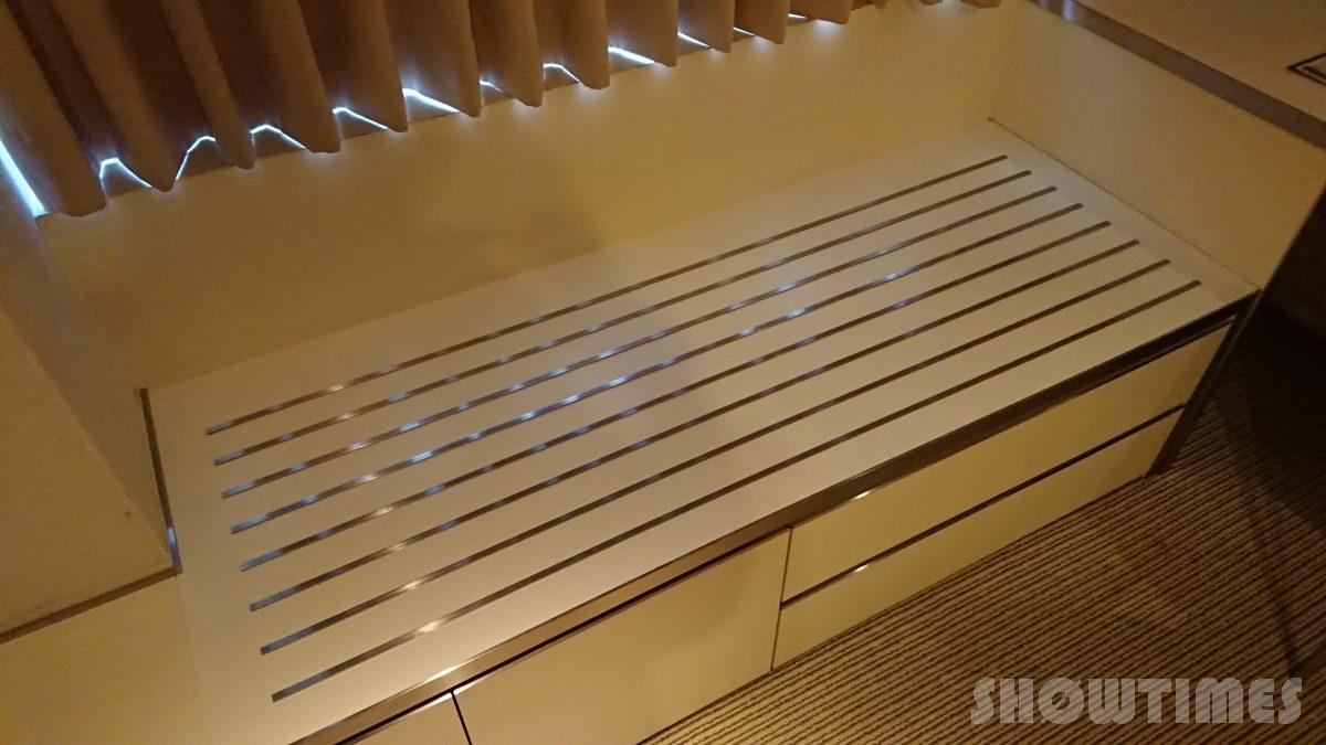 センチュリーロイヤルホテルエクスクルーシヴフロアのリビングルームの荷物置き場