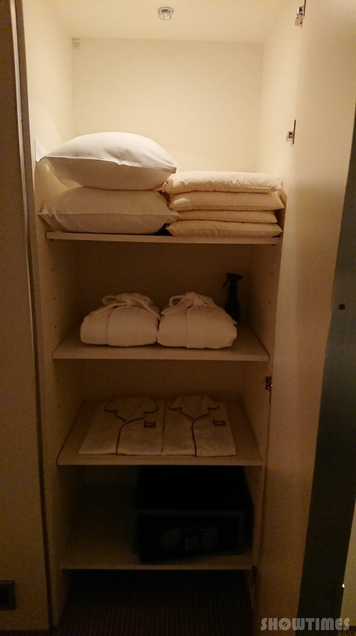 センチュリーロイヤルホテルエクスクルーシヴフロアベッドルームのクローゼット2