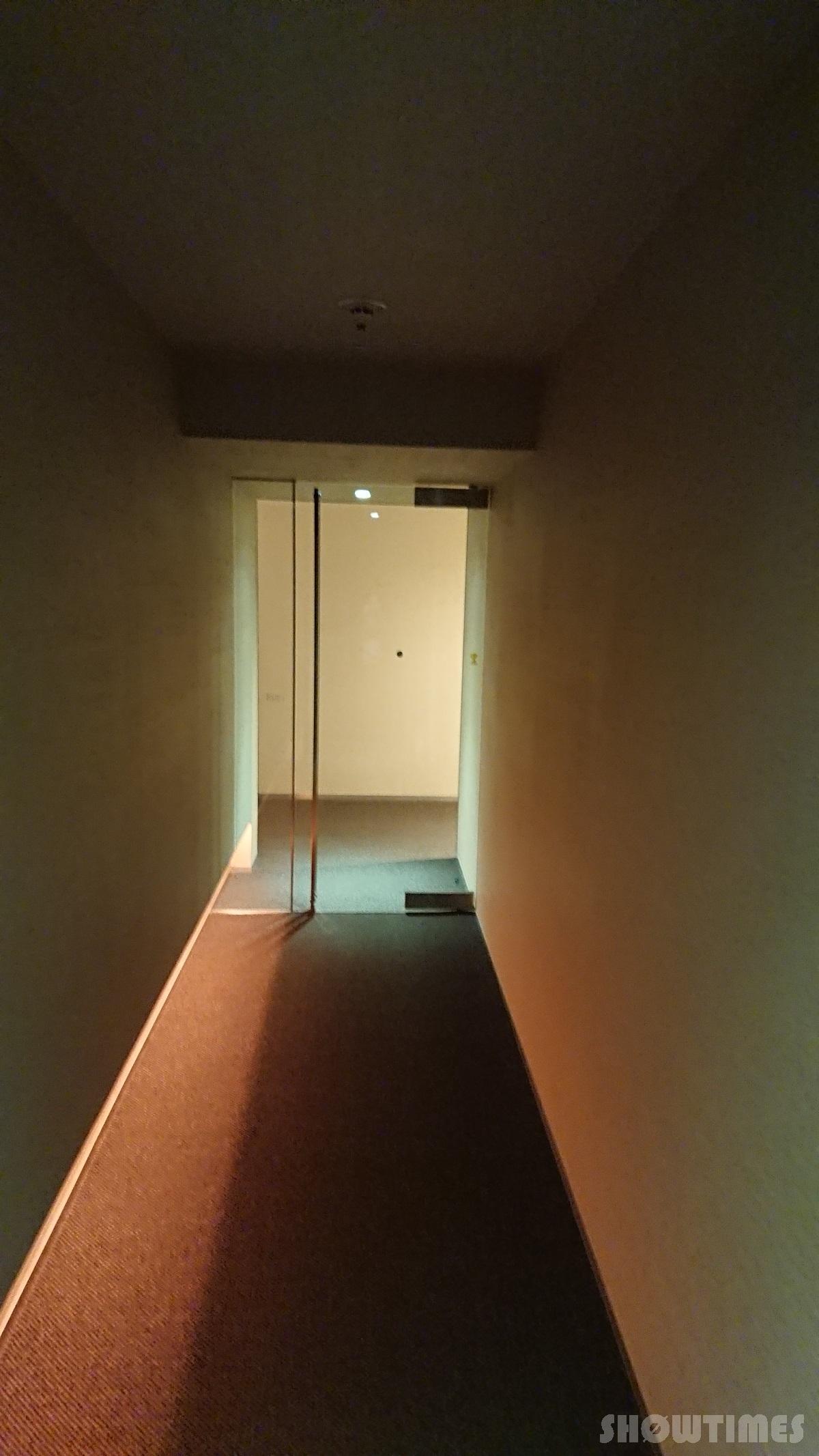 センチュリーロイヤルホテルエクスクルーシヴフロアのガラス扉とアプローチ3