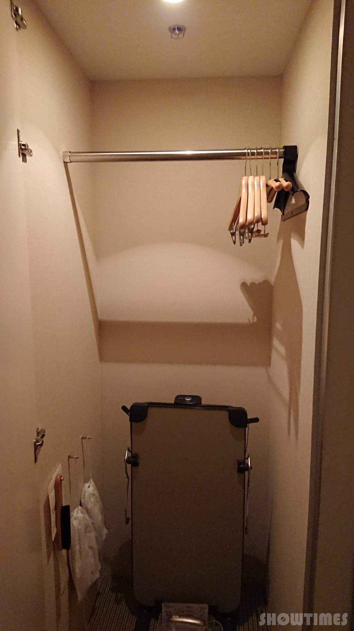 センチュリーロイヤルホテルエクスクルーシヴフロアベッドルームのクローゼット1