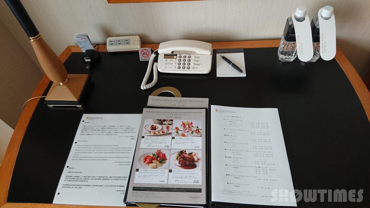ホテルインターコンチネンタル東京ベイレギュラーフロアスーペリアリバービューツインのデスク