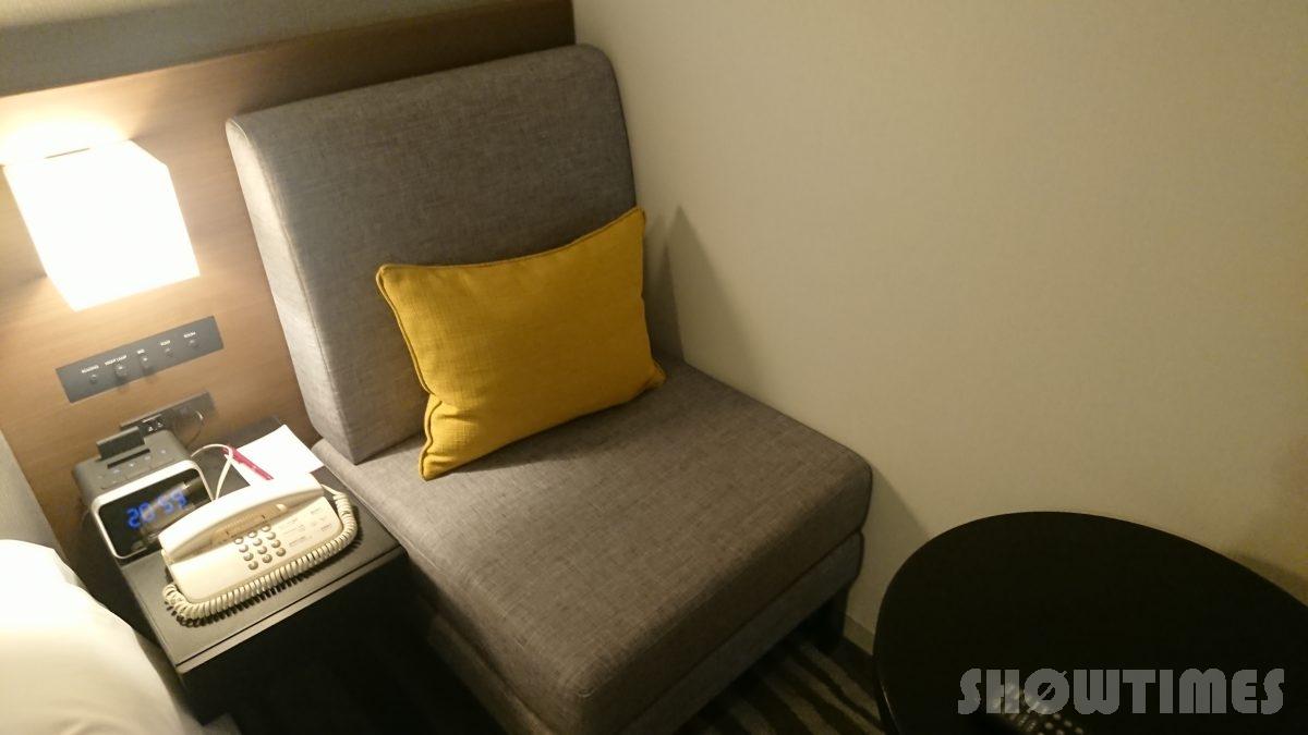 ANAクラウンプラザホテル札幌デラックスダブルの一人掛けソファ